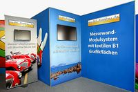 Messestand mit Monitor